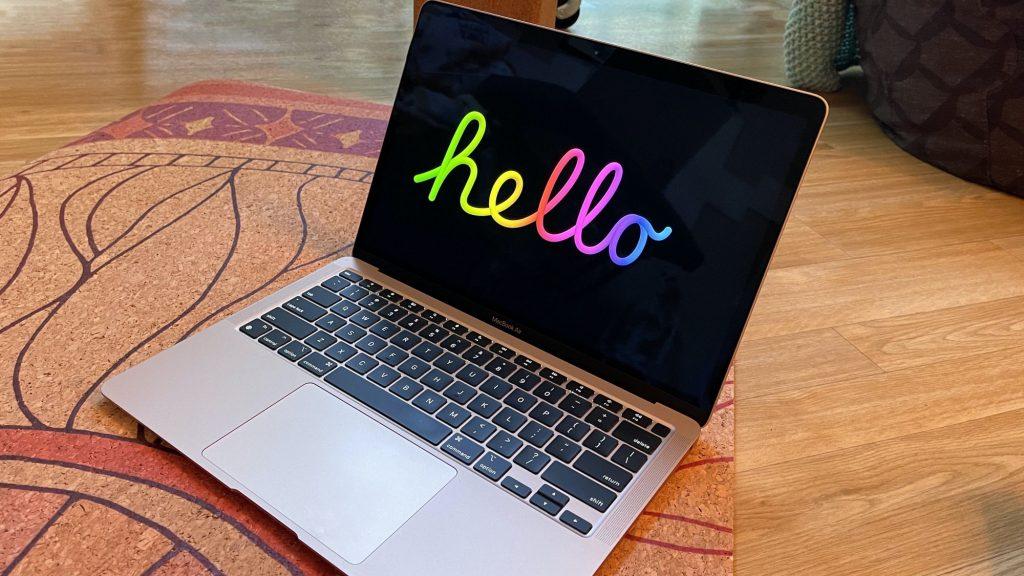 """Apple agrega un nuevo protector de pantalla """"Hola"""" en macOS Big Sur 11.3"""