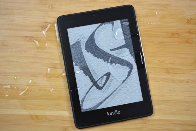 El Kindle Paperwhite resistente al agua de Amazon sigue siendo un potente lector de libros electrónicos para la mayoría de las personas.