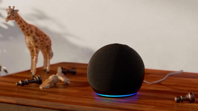 Altavoz inteligente Amazon Echo Dot de cuarta generación.